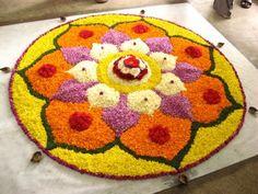 Pookalam Diy Diwali Decorations, Ball Decorations, Festival Decorations, Rangoli Designs Flower, Flower Rangoli, Diwali Diy, Diwali Rangoli, Onam Pookalam Design, Indian Rangoli