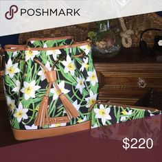 D & B  Like new  C lutch never used Hobo style shoulder bag Love it! Interested in bundling for a tan TB  or double zip KS priced to sell now, trade value higher ✌️ Dooney & Bourke Bags