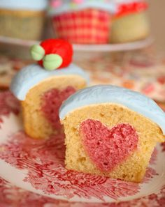 These secret heart cupcakes look so cool! They'd be perfect for after a romantic or family Valentine's Day dinner! #mypmallvalentine