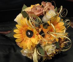 Silk sunflower wedding bouquet----love the sweet tendrils accenting this bouquet