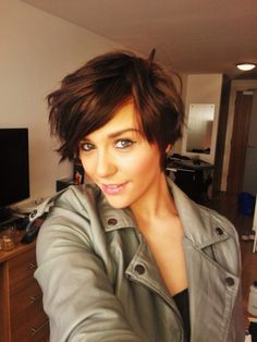 short choppy haircut for thin hair. This cropped A-line haircut with chopped edges looks pretty darn cool. A light mess is on—trend, easy to style and effortless to maintain. Ask your stylist for bold choppy ends and long side-swept bangs – a super flattering option for active contemporary girls.