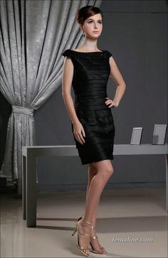 37 Elegant and Fashionable Black Lace Dresses