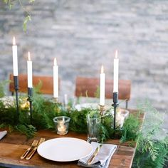 can you believe it's only 1 week until xmas! Originally from the UK, I still struggle a little to feel that real Christmassy feeling when the sun is shining. Although I am certainly not complaining... Who doesn't love to celebrate with family and friends with a BBQ and long summer nights ☺️ #christmasstyling