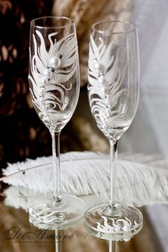 Peacock Feather champagne flutes / Fashion wedding champagne glasses / white wedding bride and groom champagne flutes