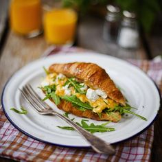 Breakfast croissant stuffed with scrambled eggs, goats cheese and rocket! So bloomin' delish and proper treat for Monday morning!