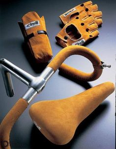 officinesfera:  Matching suede Cinelli combo handlebar-saddle-gloves-bag, some gentlemen's gear right here people!