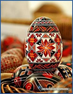 Painting eggs for Easter in Bucovina :: Via Transylvania Tours: self-drive & guided tours of Romania Ukrainian Easter Eggs, Ukrainian Art, Polish Easter, Orthodox Easter, Easter Egg Designs, Easter Ideas, Easter Traditions, Faberge Eggs, Coloring Easter Eggs