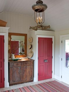 After buying a modest farmhouse, interior designer Sarah Richardson completely overhauled it to create an elegant country retreat. From the rustic mudroom to the cozy bedrooms, tour the home to see Sarah& take on country living. Sarah Richardson Farmhouse, Sarah Richardson Bedroom, House Season 3, Season 1, Old Closet Doors, Entry Closet, Entry Hall, Entry Nook, Closet Redo