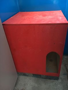 Homemade cat litter box. More photos later, corridor then archway to litter tray. We put Meow's bed on top & he always uses both litter tray inside box & bed on top. Litter doesn't go everywhere.