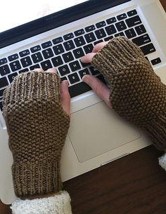 Knitting Patterns Galore - Lula Louise Fingerless Mitts