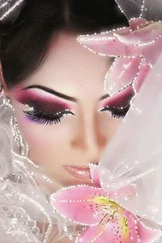Arabic Makeup - dramatic eyeliner and bright colors. they are pretty colors. Makeup Art, Hair Makeup, Eyeliner Makeup, Pink Makeup, Makeup Lipstick, Dramatic Eyeliner, Arabic Makeup, Braut Make-up, Foto Art