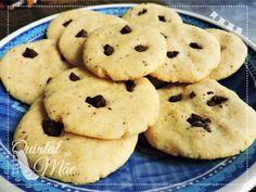 Cookie de amêndoas com gotas de chocolate! Receita bem fácil, delícia para ninguém ficar na vontade. Ele é #vegano #semglúten #semsoja #semovo #semleite e cheio de sabor! Receitinha lá no blog!