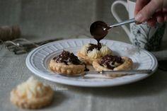 Reto Alfabeto Dulce: Tartaletas de hojaldre con crema de coco y ganache al ron – Bizcocheando – La vida con dulce sabe mejor