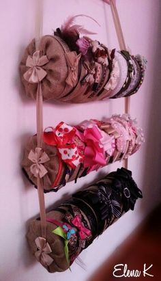 Headband storage - maybe without the bows. Hair Accessories Holder, Organizing Hair Accessories, Diy And Crafts, Crafts For Kids, Arts And Crafts, Headband Storage, Bow Display, Sewing Room Organization, Diy Hair Bows