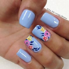 A very pretty blue floral nail art design. The base color used is baby blue while on top colorful flowers are painted over with dark blue leaves.: