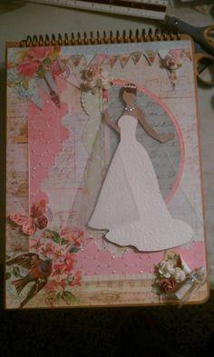 """Usando la coleccion Divine de Prima decoré, siguiendo las instrucciones de Marirose Acevedo, un """"craft chipboard album"""" de Leeza Gibbons. Utilice en lugar de una muñeca, una novia cortada con SCAL."""