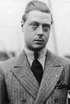 Edward Windsor - Prince of Wales. He became King Edward VIII in 1936 but abdicated the same year, taking the title Duke of Windsor. (Photo by Hirz/Getty Images) Wallis Simpson, Edward Viii, Dandy, Edward Windsor, Modern Mens Fashion, Classic Fashion, Classic Style, Men's Fashion, Elisabeth Ii
