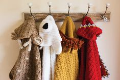Group of hooded blankets Cute Blankets, Knitted Blankets, Book Crafts, Paper Crafts, Parchment Craft, Hooded Blanket, Ballet Beautiful, Knit Or Crochet, Crochet Designs