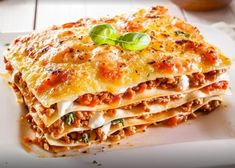 Traditional lasagna with bolognese sauce. Close-up of a traditional lasagna made , Italian Dishes, Italian Recipes, Italian Sausage Lasagna, Healthy Lasagna, Tasty Lasagna, How To Make Lasagna, Easy Lasagna Recipe, Lasagna Recipes, Veggie Lasagna