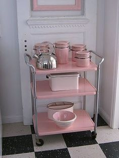 Retro Kitchen in Pink - Vintage home Decor Ideas! Love this pink kitchen! - Feste Home Decor - Splendid Retro Kitchen in Pink – Vintage home Decor Ideas! Love this pink kitchen! Vintage Pink, Vintage Decor, Vintage Food, Vintage Bar, Vintage Industrial, Industrial Tile, Industrial Bedroom, Industrial Living, Vintage Ideas