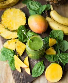 Our favorite Beginner's Luck Green Smoothie and a great review from our friend Carrie of www.carrieonlivin...!