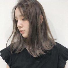 【ミディアム】髪の量が多い人に似合うヘアスタイル・髪型15選 Medium Hair Cuts, Medium Hair Styles, Long Hair Styles, Ash Brown Hair, Hair Dos, Hair Color, Hair Beauty, Hairstyles, Decorating