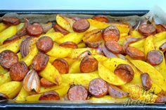 Zapečené brambory s cibulí a párkem | NejRecept.cz Pretzel Bites, Sausage, Buffet, Low Carb, Potatoes, Treats, Snacks, Breakfast, Ethnic Recipes