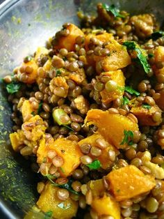 Lentilles au curry, à la courge butternut et aux noix de grenoble / Lentils with curried butternut squash and ...