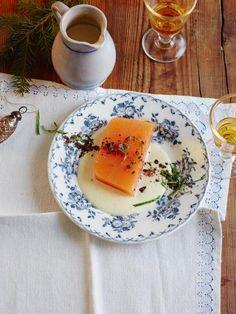 Zitrus-Wackelpudding mit Wacholder-Vanillesauce - abgewandelt mit Orangenfilets und Holundersoße für mehr Biss und sanfteres Aroma. Ohne Ingwer!