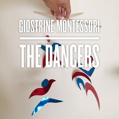 The Dancers is the forth Montessori mobile that I made for Oliver and it's also the last one: after this, we started with the series of the grasping and pulling mobiles.