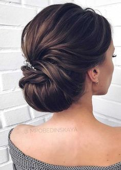Gorgeous Wedding Hairstyles For The Elegant Bride Gorgeous Wedding Hairstyles For the Elegant Bride - Updo Bridal hairstyle Featured Hair Stylish : mpobedinskaya. Elegant Updo, Elegant Bride, Elegant Makeup, Sophisticated Wedding, Beautiful Bride, Natural Hair Styles, Short Hair Styles, Wedding Hair Inspiration, Wedding Ideas