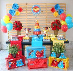 Resultado de imagem para festa mulher maravilha mesa do bolo
