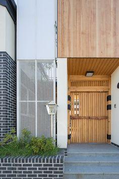 3대가 함께 살아가는 집   1boon Tiny House, Building A House, Exterior, Doors, Outdoor Decor, Concept, Home Decor, Decoration Home, Room Decor