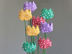 Tulipanes de rollos de papel higiénico en Manualidades infantiles para bebés, niños y niñas