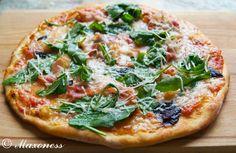 Пицца с моццареллой, базиликом, беконом и руколой от Джейми Оливера. Итальянская кухня.
