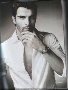 Mehmet-Akif-Alakurt-hottest-actors-31358256-579-76.jpg