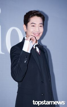 [HD포토] 신화 (SHINHWA) 에릭, '또 오해영 포즈는 필수' / HD Photo News - TopStarNews.Net