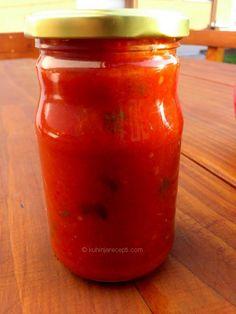 Sos za tjesteninu od paradajza, crvene paprike, bijelog luka i bosiljka