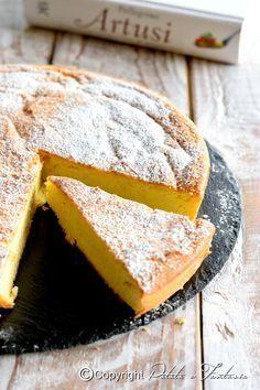 Una torta che mi ha stupito per la sua assenza di farina tra gli ingredienti e pochissimo burro. Ha una consistenza simile ad una torta …