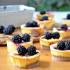 Mini serniczki z jeżynami / Blackberry cheesecake mini tart / ciastkozercy My Favorite Food, Favorite Recipes, My Favorite Things, Blackberry Cheesecake, Mini Tart, Mini Cheesecakes, Mini Cupcakes, Cooking Recipes, Desserts