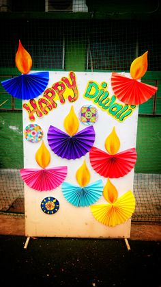 Happy Diwali board decoration This is easy to make Diwali Cards, Diwali Greeting Cards, Diwali Greetings, Diwali Wishes, Happy Diwali, Diwali Diy, School Board Decoration, School Decorations, Paper Crafts For Kids