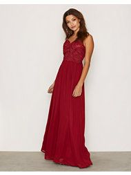 Hayley Paige Occasions bridesmaids dress - Burgundy English Net A-line bridesmaids gown, Burgundy Satin bodice with curved V-neckline, natural waist with gathered skirt and satin cascade detail. Bridesmaids Gowns With Sleeves, Grey Bridesmaid Gowns, Mismatched Bridesmaid Dresses, Satin Tulle, Tulle Gown, Tulle Skirts, Pakistani Wedding Dresses, Indian Wedding Outfits, Gown With Slit