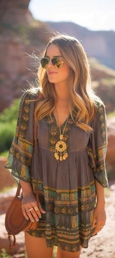 A tassel necklace is essential for any boho look! Do you have one in your jewelry box? Check out these must-have items for the perfect bohemian style! #bohemianfashion,