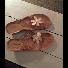 Cute and comfortable Kenneth Cole wedge sandals Size 7 wedge sandals with light brown straps Kenneth Cole Reaction Shoes Wedges