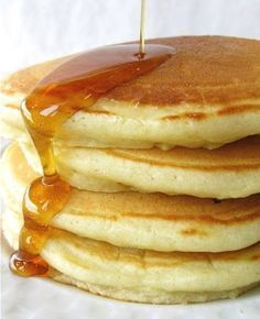 Simply perfect pancakes - Flourish - King Arthur Flour: Pancakes are everyone's idea of the must-have weekend breakfast. But don't just serve any old flapjacks: make PERFECT pancakes! What's For Breakfast, Breakfast Pancakes, Pancakes And Waffles, Breakfast Dishes, Breakfast Recipes, Making Pancakes, Fluffy Pancakes, Breakfast Meme, Egg Free Pancakes