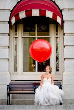 We totally need to get April a RED Balloon for the wedding! Round Balloons, Big Balloons, Wedding Balloons, Latex Balloons, Red Wedding, Wedding Pictures, Wedding Blog, Wedding Day, Wedding Planner