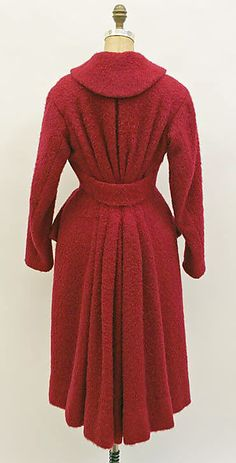 Charles James 1951 *** I love how the pleats gather into the center back... Just like a houppelande!