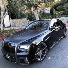 coolest looking rolls royce i have ever seen - Best Luxury Cars Auto Rolls Royce, Voiture Rolls Royce, Rolls Royce Black, Rolls Royce Wraith, Maserati, Cadillac, Muscle Cars, Nissan, Lux Cars