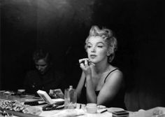 RARE photos ! Marilyn Monroe - Putting on Make up Backstage, By Sam Shaw 1954 ...