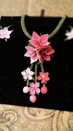 Crochet Box Stitch, Embroidery Motifs, Needle Lace, Crochet Hair Styles, Beading Tutorials, Knitting Yarn, Hair Jewelry, Lace Making, Knots